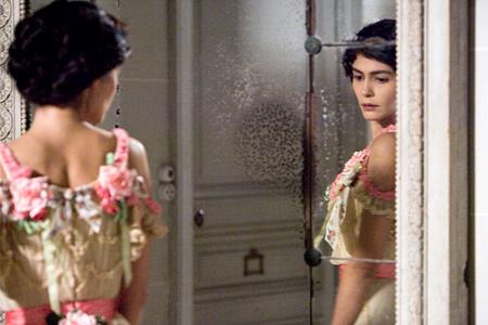 Коко Шанель сняла с женщин корсет и одела их в брюки, она подарила...