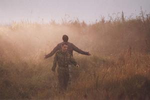 "Кадр из <a href=""http://cinema.rin.ru"" target=_blank class=red>фильма</a> ""Отец и сын"""