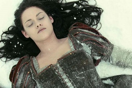 """A still from the movie """"Snow White and the Hunter"""""""
