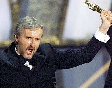"""Джеймс Кэмерон получает """"Оскара"""" за """"Титаник"""""""