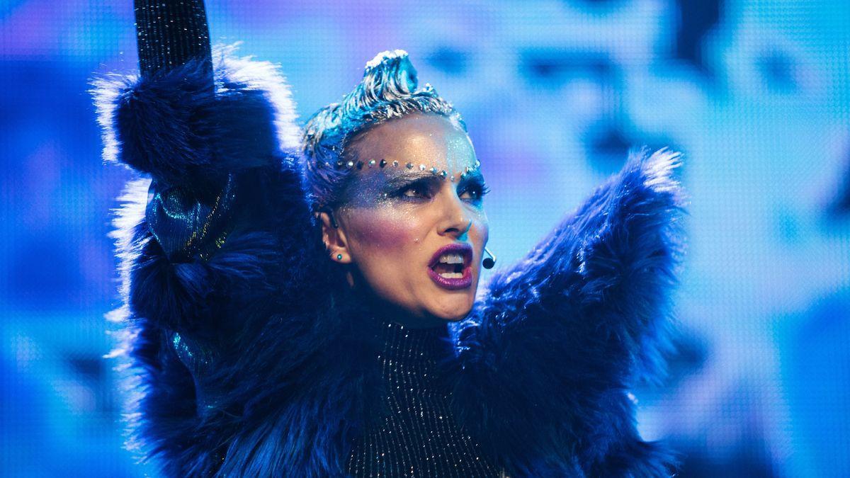 Натали Портман на кадрах из мюзикла «Вокс Люкс»