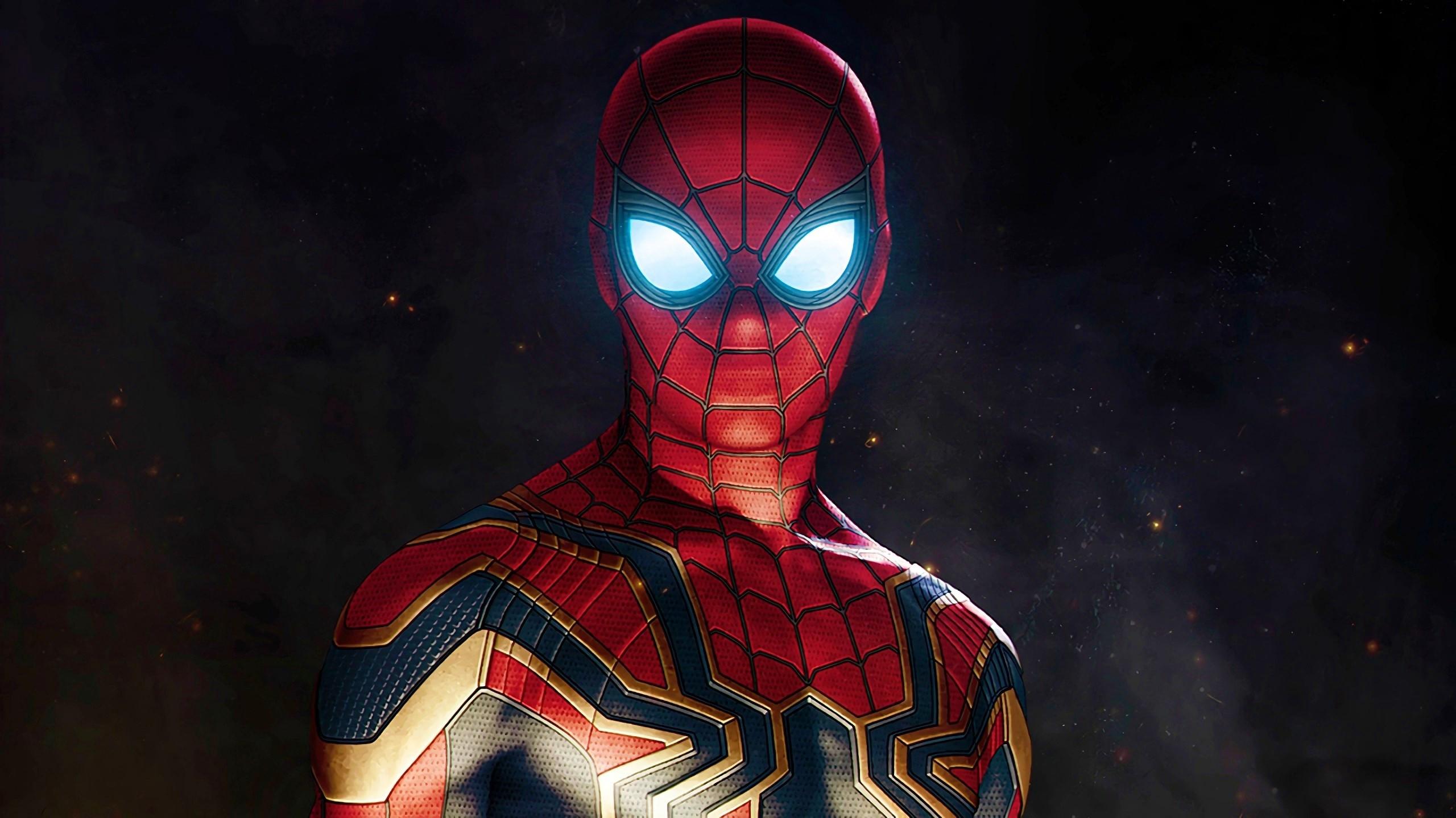 Том Холлэнд на фото со съёмок «Человека-паука: Вдали от дома»