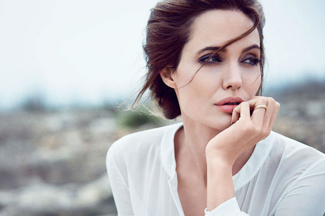 Анджелина Джоли вместе с детьми отправилась в Сеул
