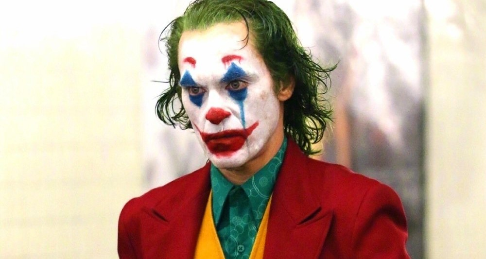 Хоакин Феникс в образе клоуна на съёмках «Джокера»