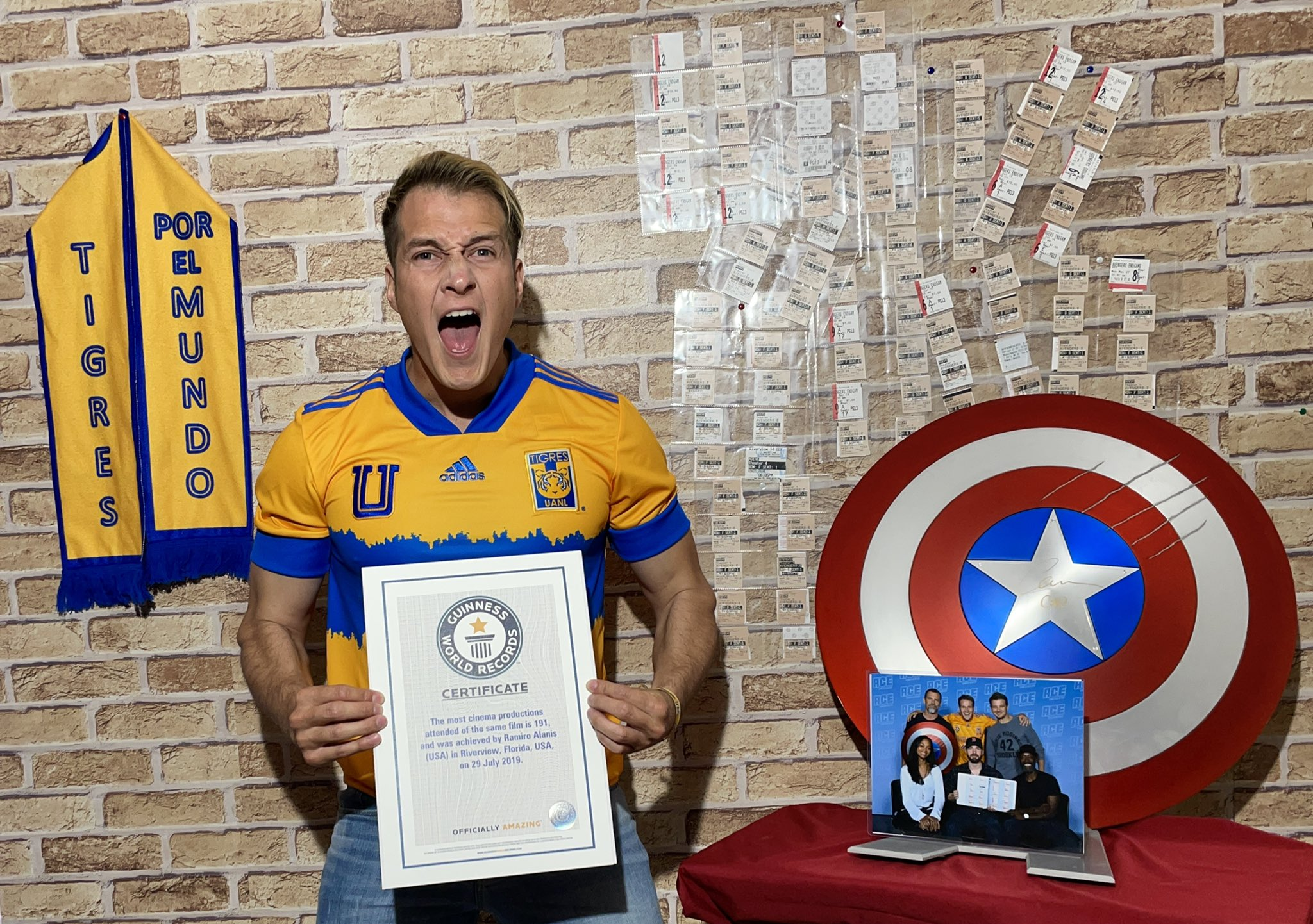 """Ramiro Alanis has seen """"The Avengers"""" in movies 191 times gets into the Guinness Book of Records"""