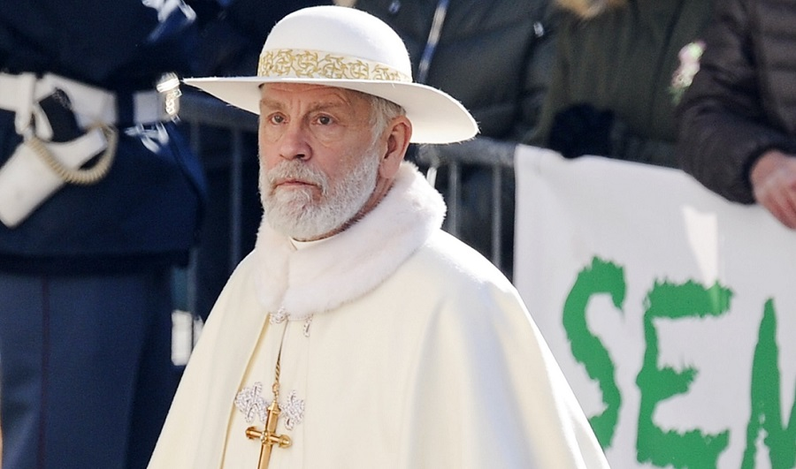 Джон Малкович на фото со съёмок спин-оффа «Молодого Папы»
