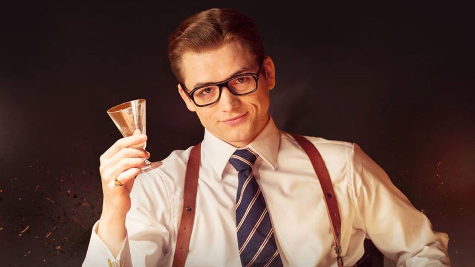 Тэрон Эджертон в роли Элтона Джона на съёмках «Человека-ракеты»