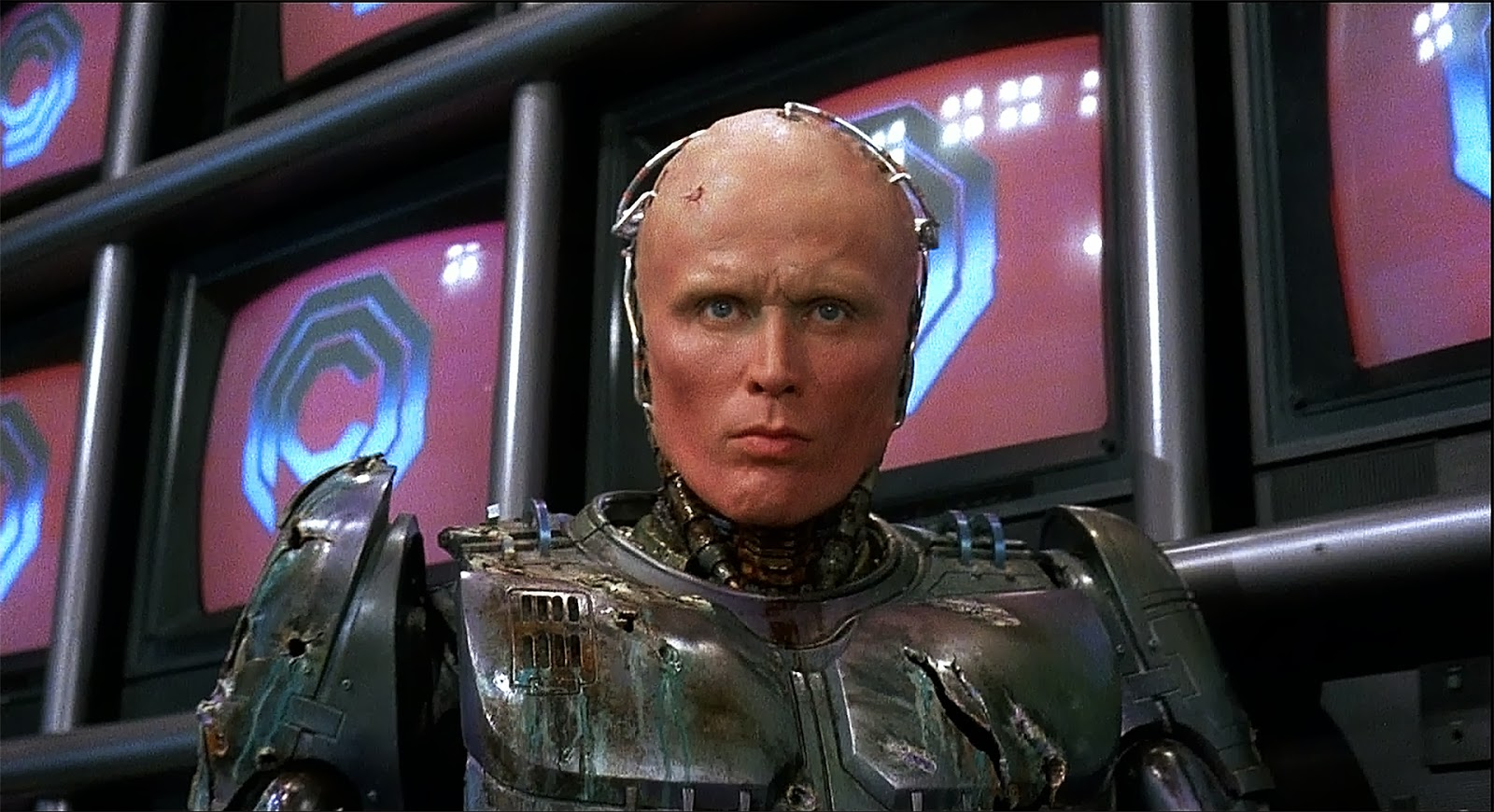 Нил Бломкамп хочет вернуть Питера Уэллера в новом «РобоКопе»