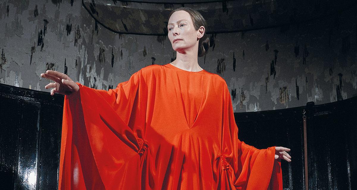 Тильда Суинтон на свежем постере фильма ужасов «Суспирия»