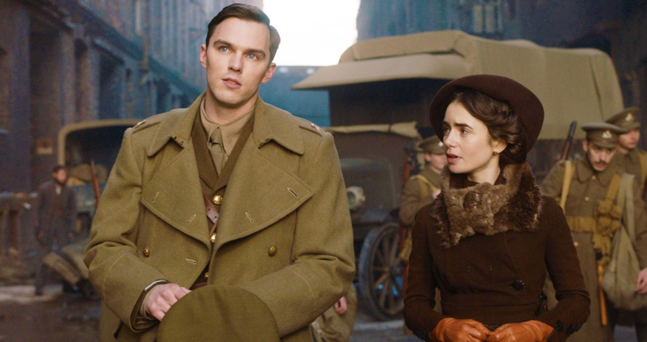 Николас Холт и Лили Коллинз на кадрах из байопика «Толкин»