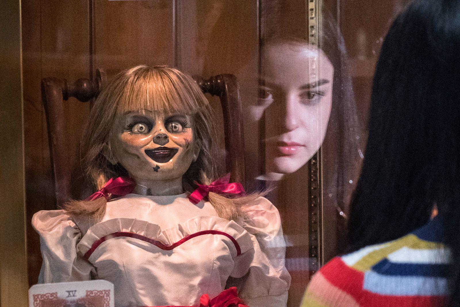 Кадр из фильма «Проклятие Аннабель 3»