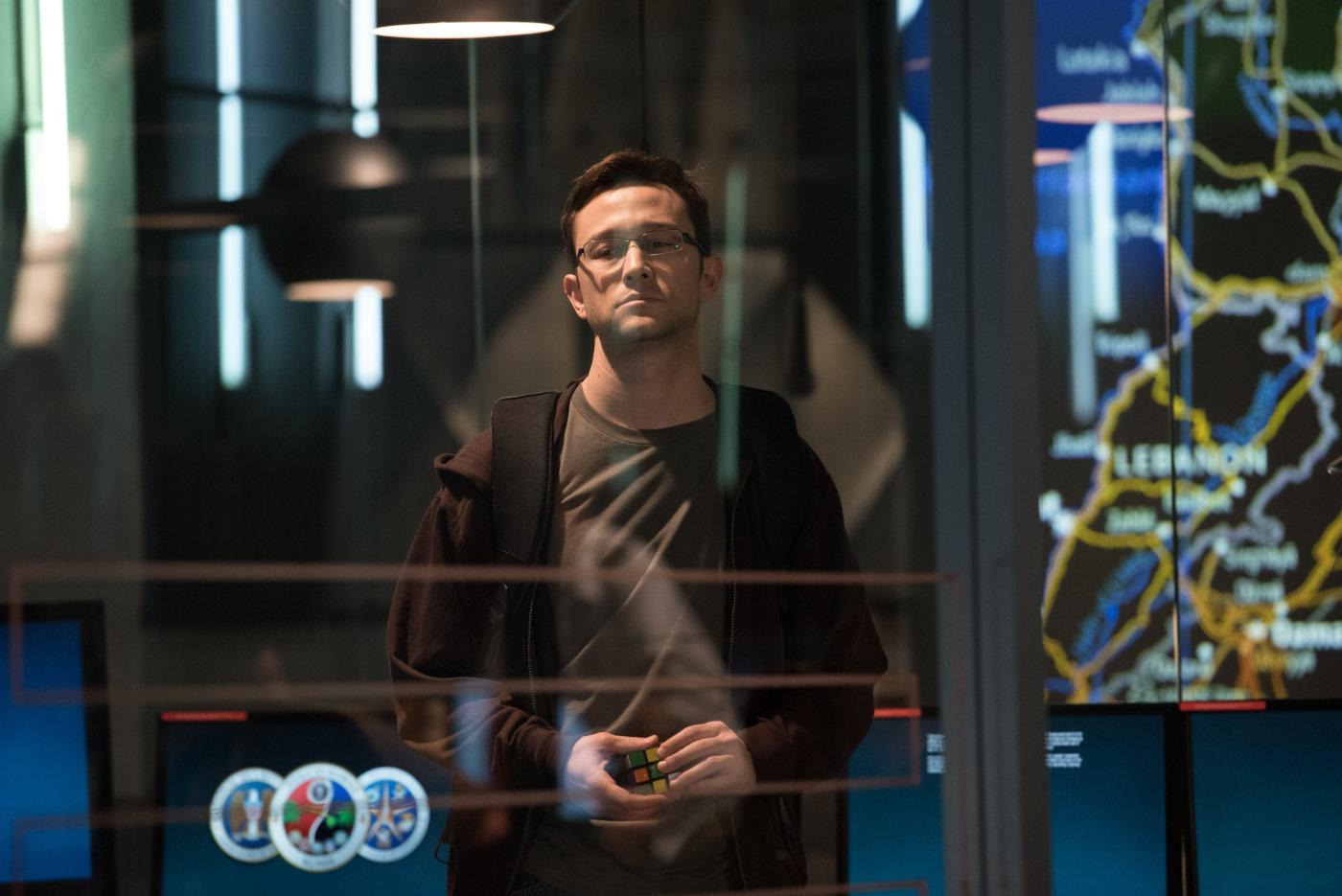 Песков рекомендовал  жителям Европы иСША посмотреть фильм оСноудене