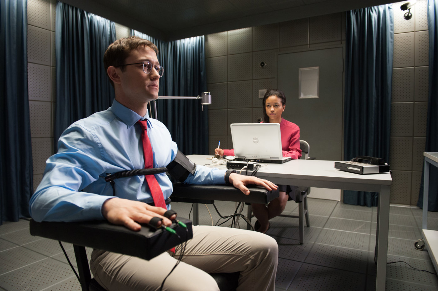 Песков порекомендовал жителям США иЕвропы посмотреть фильм про Сноудена