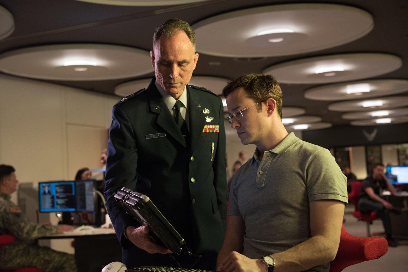 Сноуден порекомендовал заклеивать пластырем камеру компьютера
