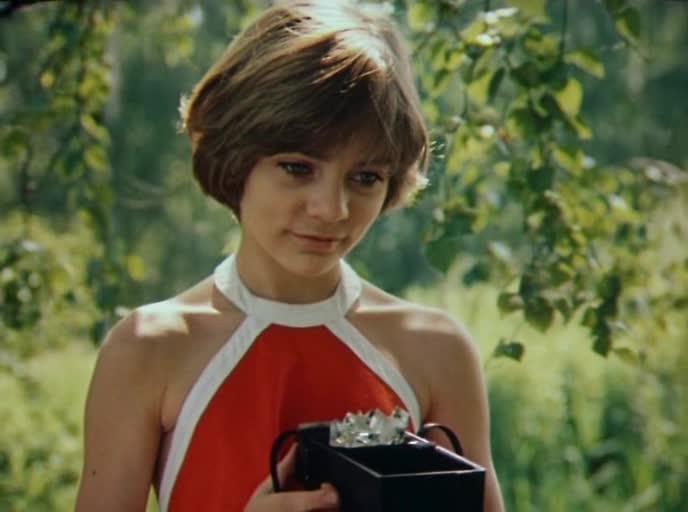 уже весной, фильм гостья из будущего изменил советских детей Риме продается