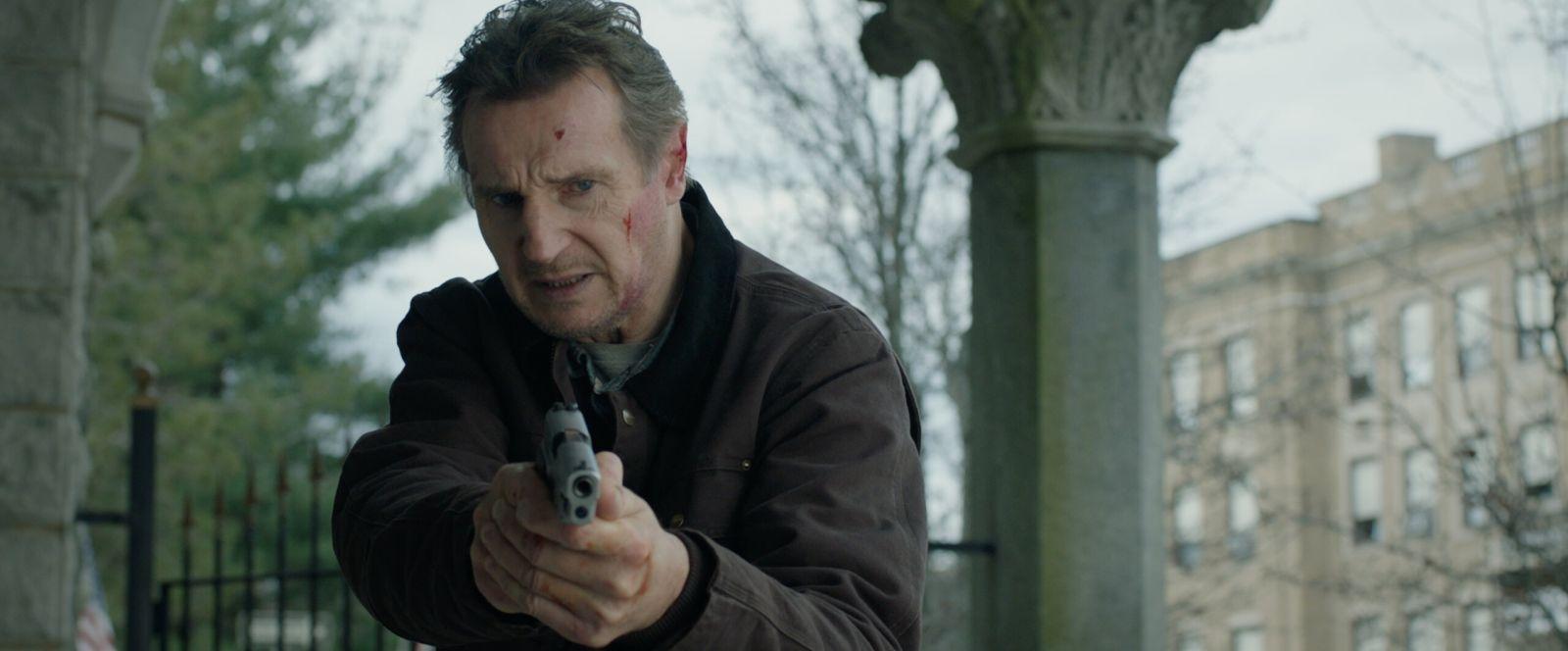 Лиам Нисон в роли Тома Долана на кадре из фильма «Честный вор»