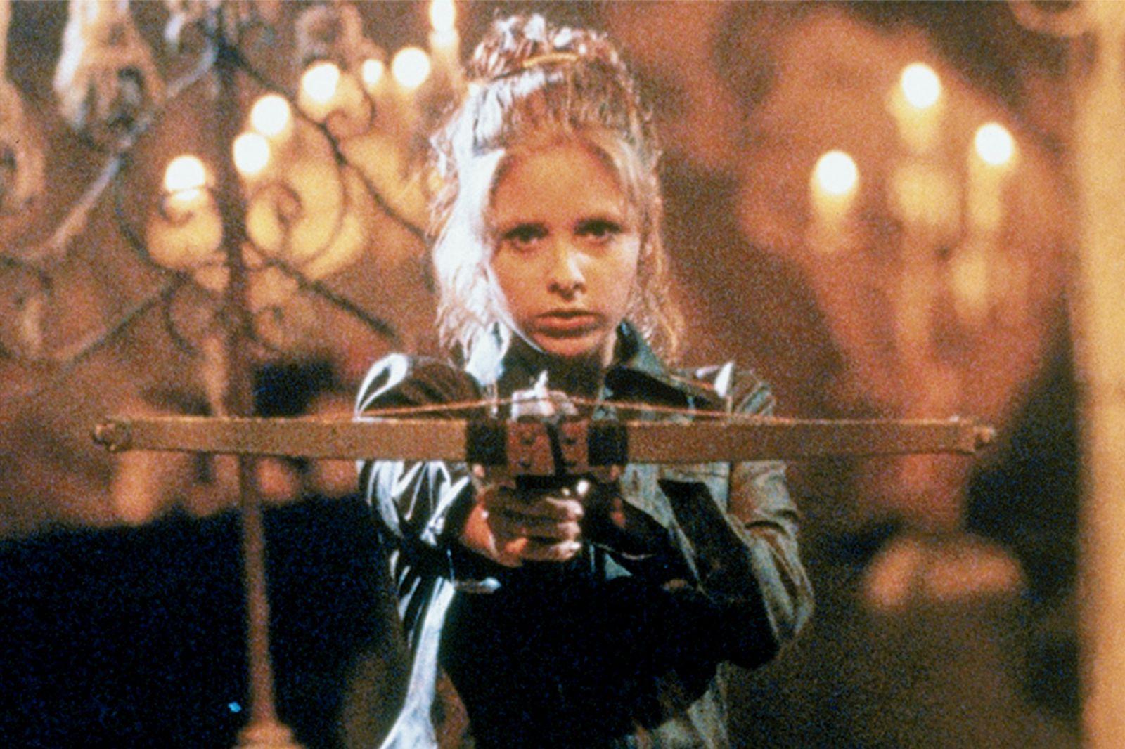 Сара Мишель Геллар в роли Баффи на кадре из сериала «Баффи —  истребительница вампиров»