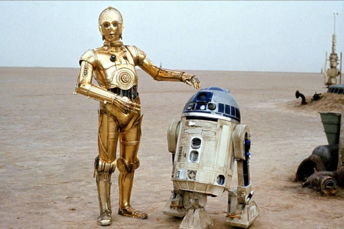 C3PO и R2D2 на кадре из фильма «Звёздные войны. Эпизод IV — Новая надежда»