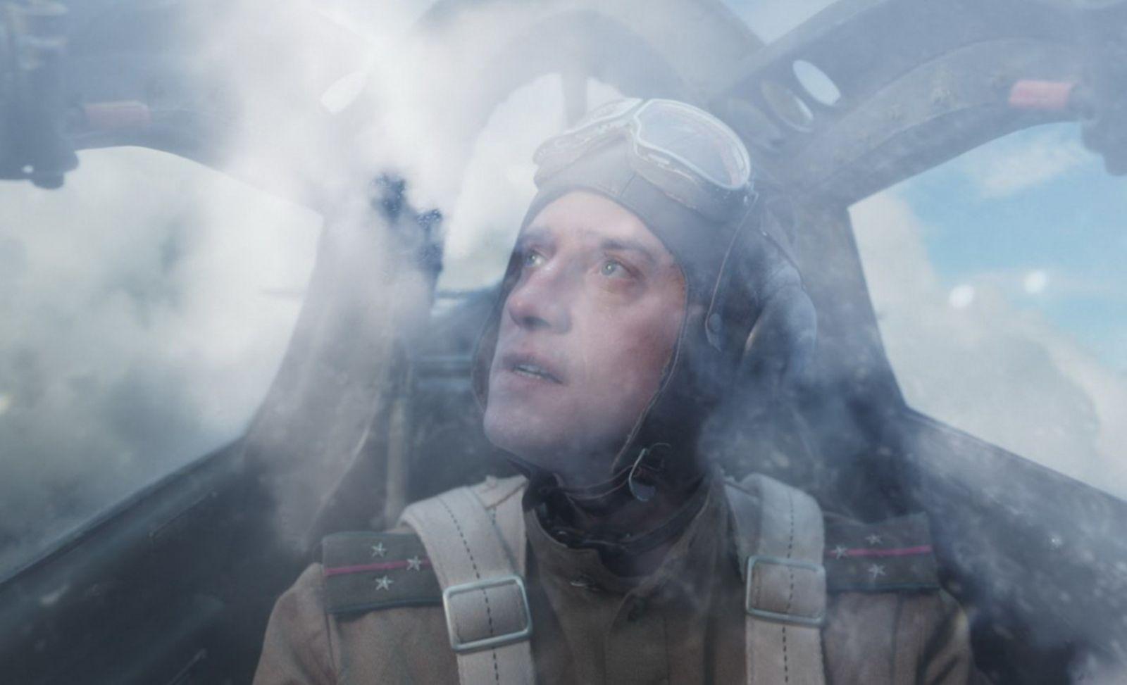 Павел Прилучный в роли Михаила Девятаева на кадре из фильма «Девятаев»
