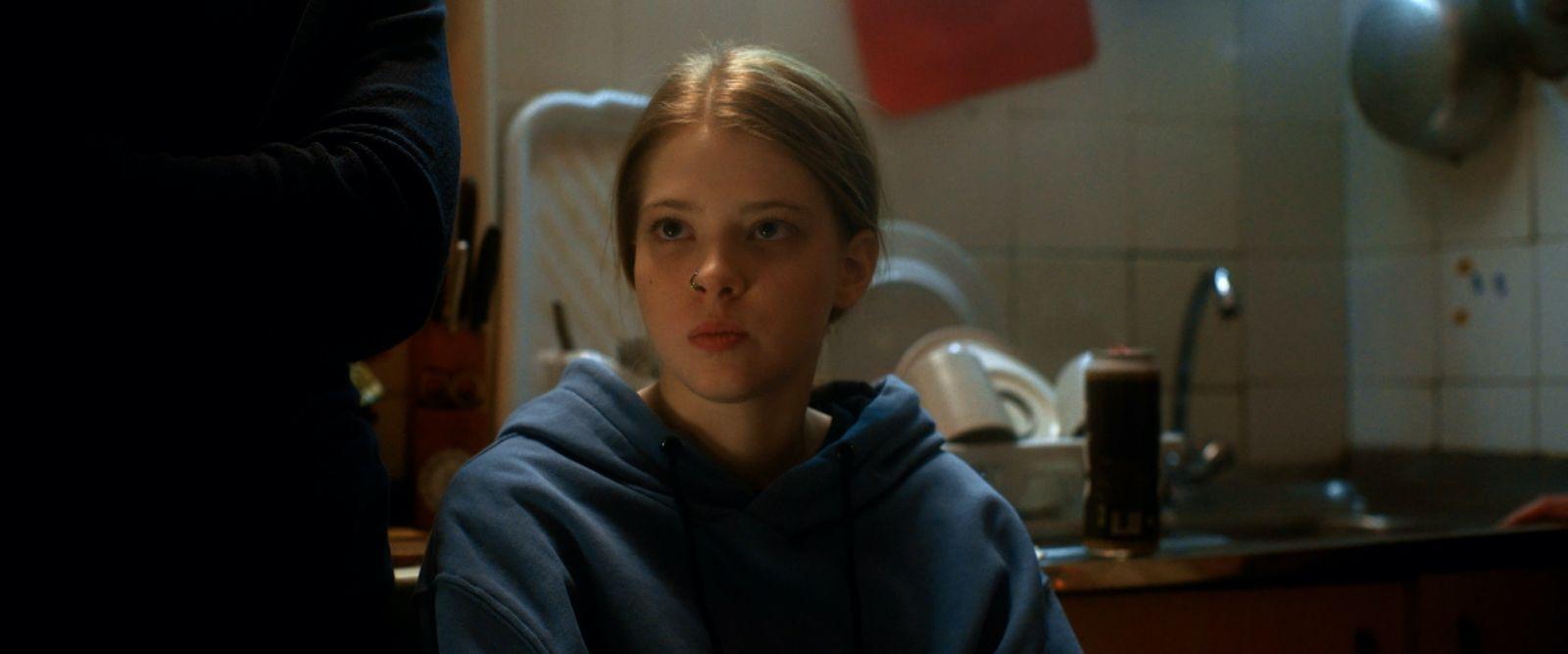 Валентина Лялина в роли Джулс на кадре из сериала «Подслушано»
