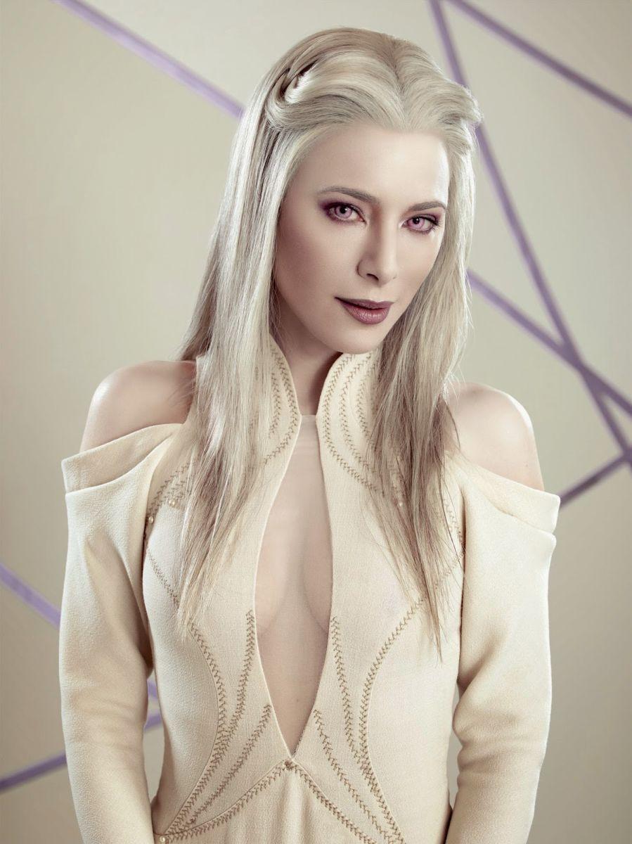 Блондинка с красивым телом Оливия