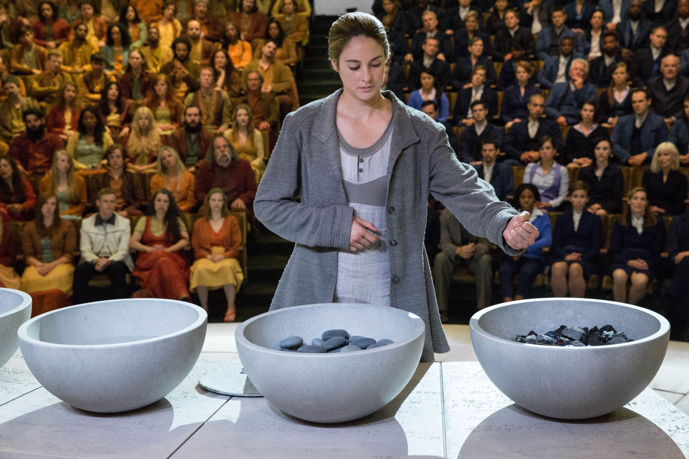 Are the main characters in divergent hookup