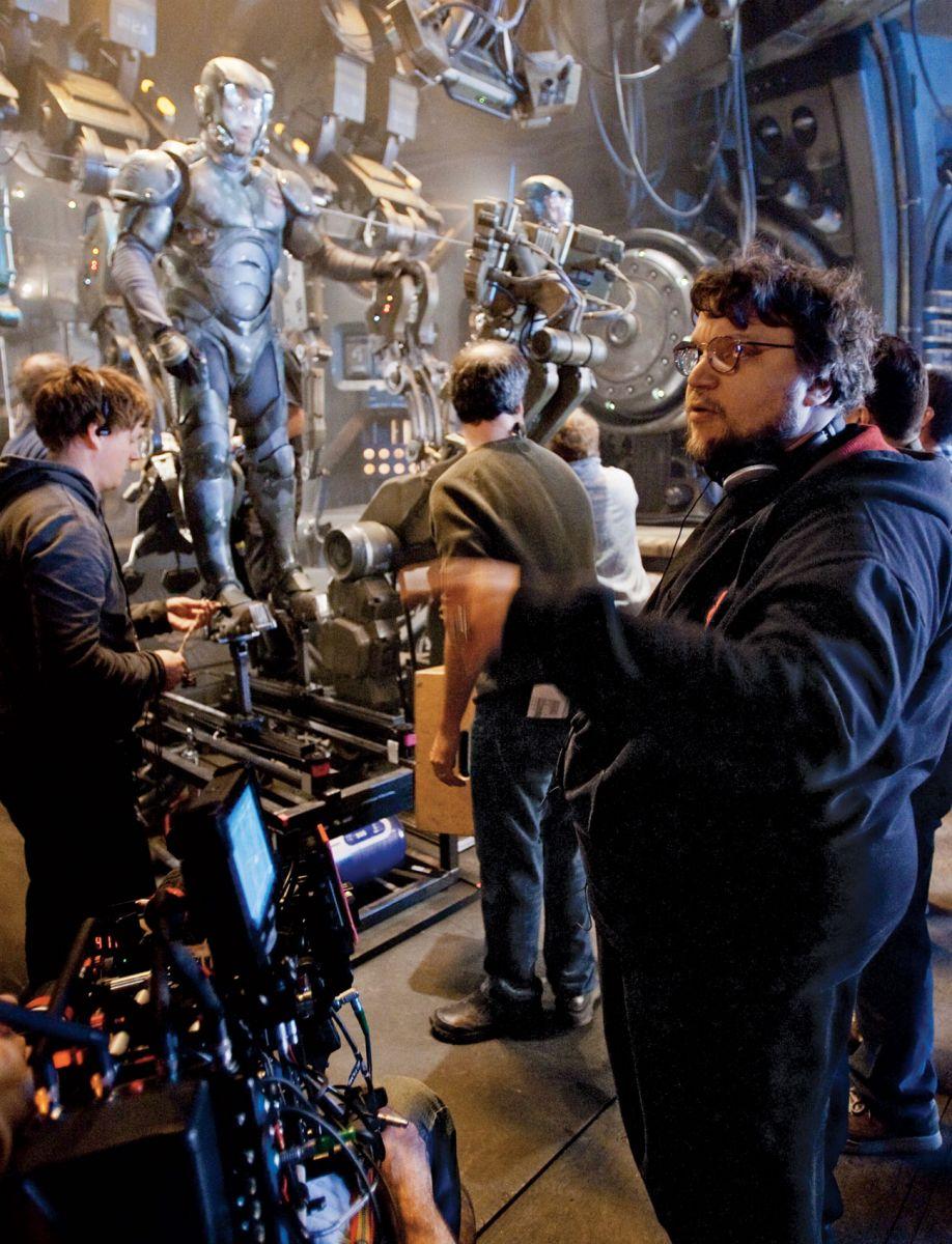 """Гильермо дель Торо на съемочной площадке фильма """"Тихоокеанский рубеж"""""""