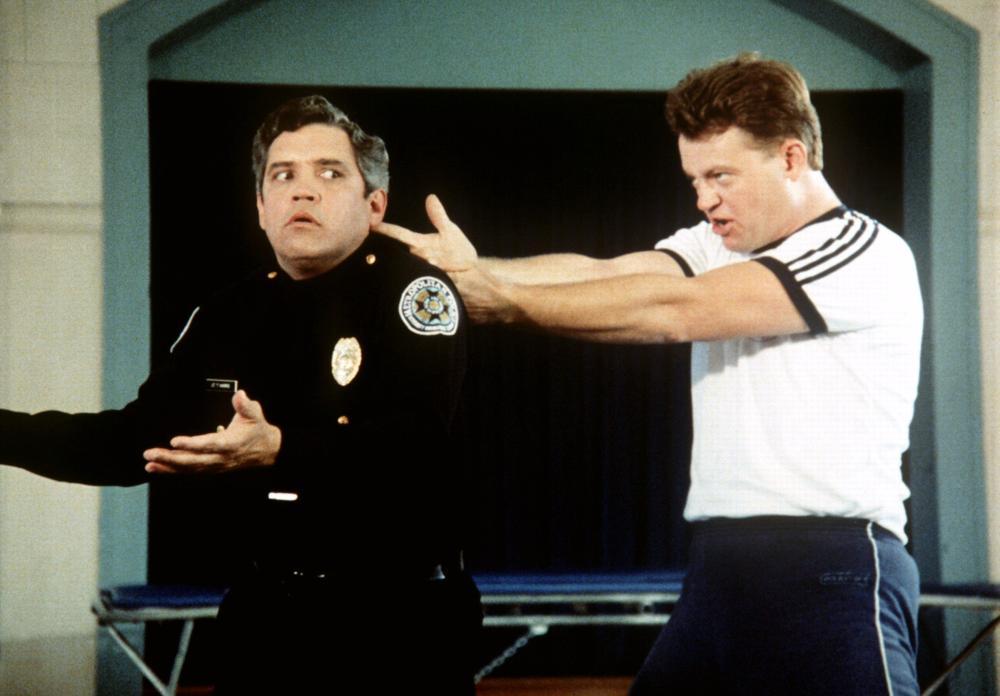Порно с сержантом кэлаханом из фильма полицейская академия