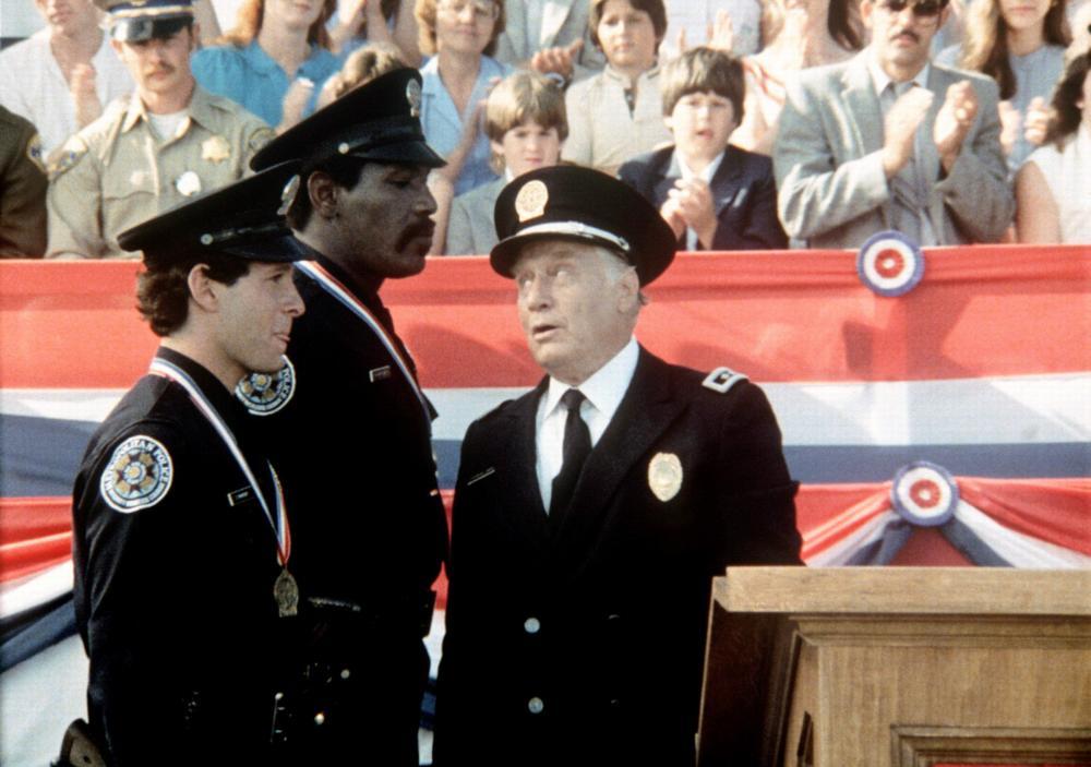 Сексуальный момент из фильма полицейская академия