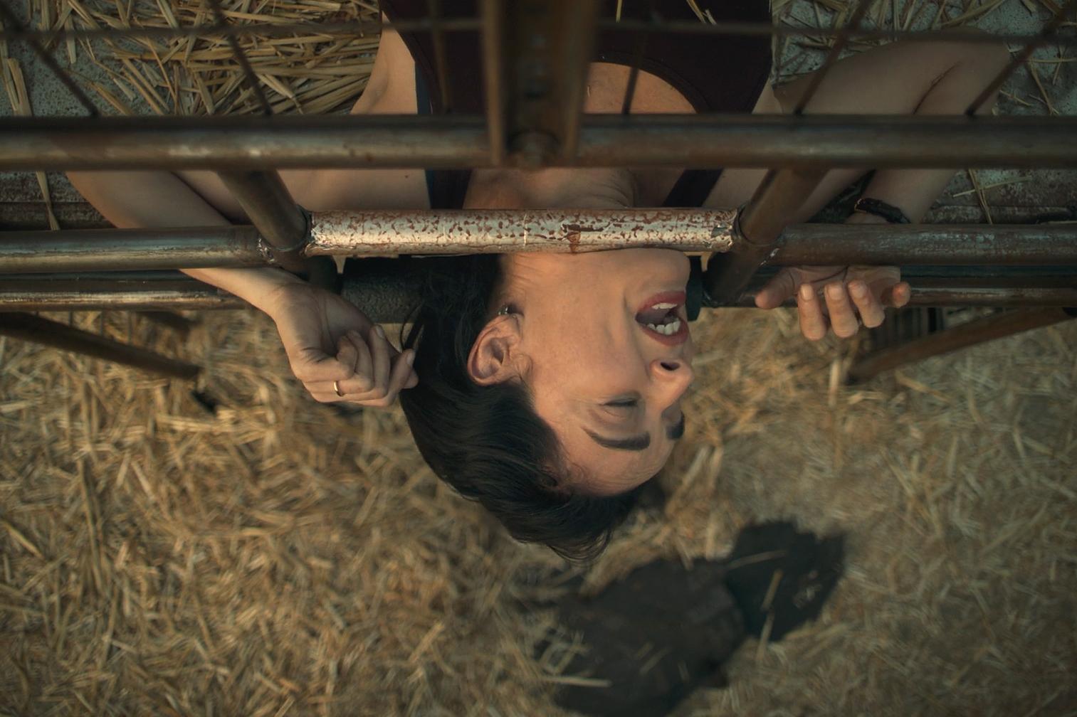 Ана де ла Регера в роли Аделы на кадре из фильма «Судная ночь навсегда»