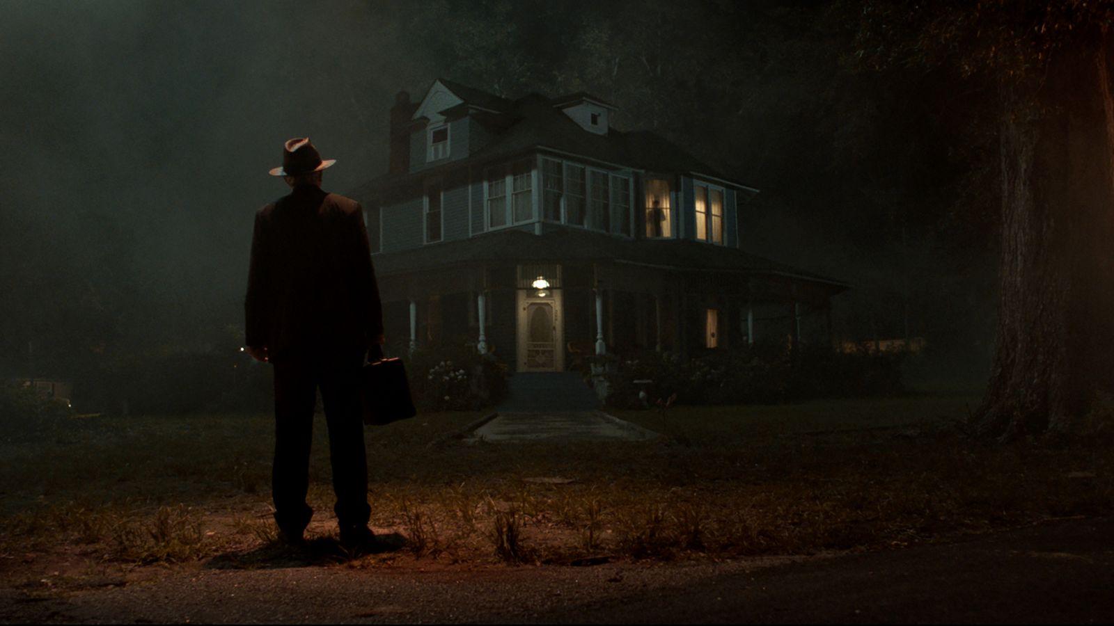 Стив Култер в роли отца Гордона на кадре из фильма «Заклятие 3: По воле дьявола»