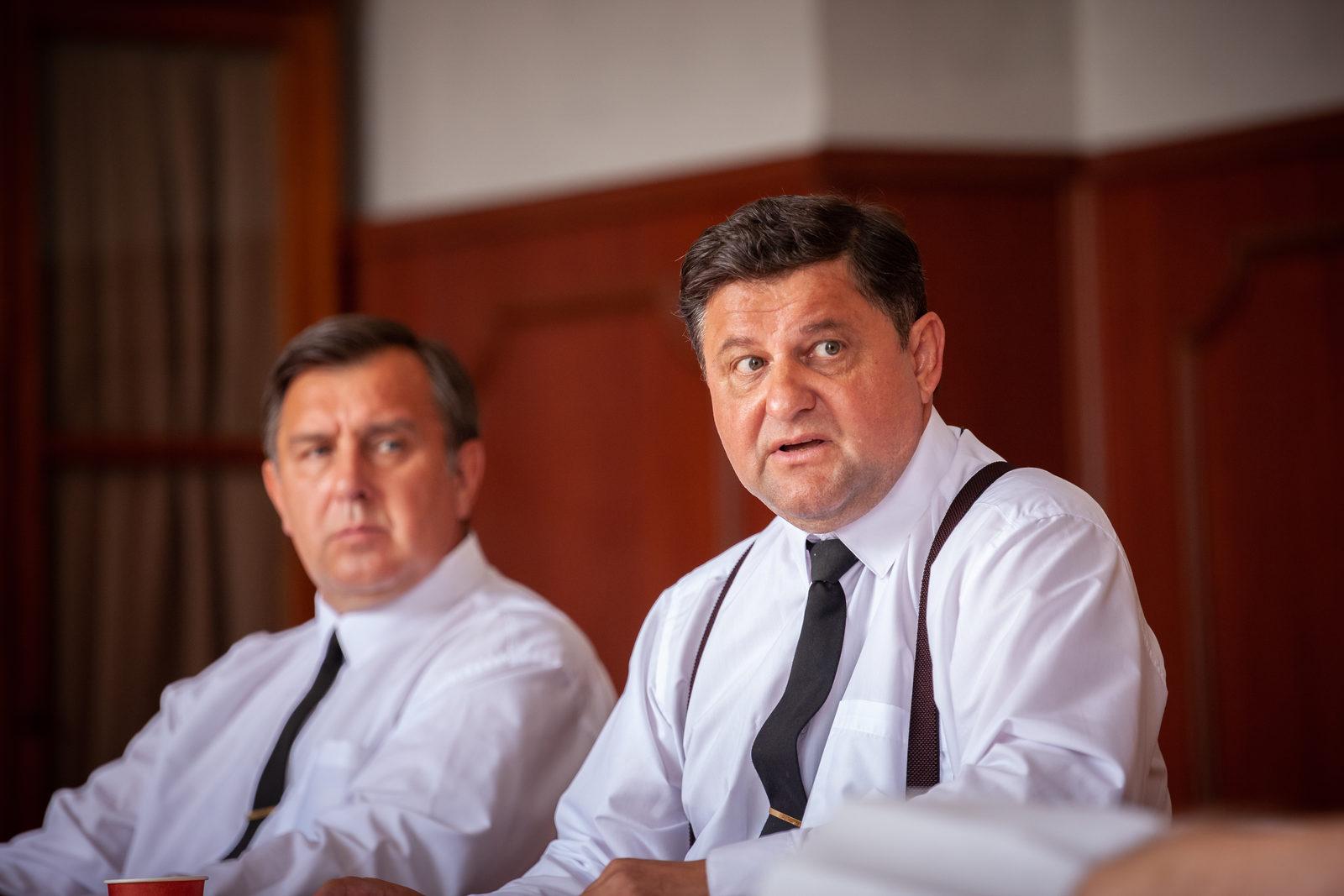 Александр Самойленко в роли Михаила Шахновича в сцене из сериала
