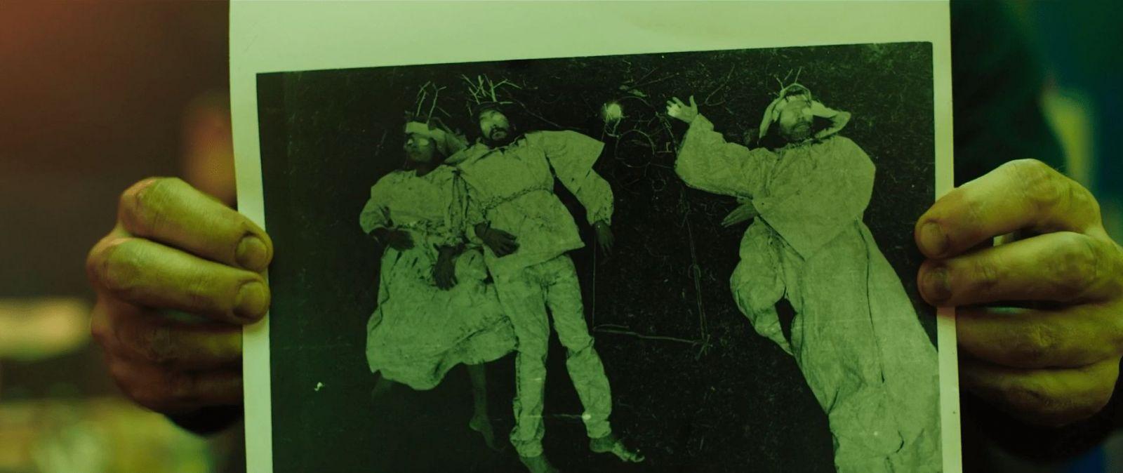 Кадр из фильма «В земле»