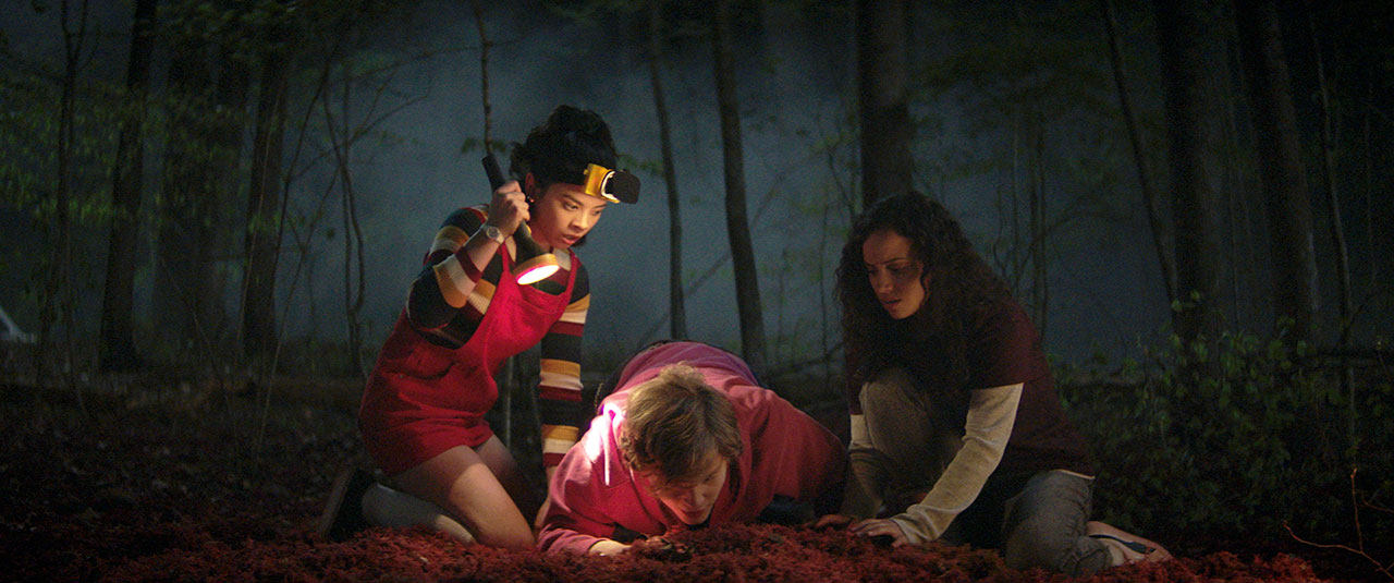Киана Мадейра в роли Дины на кадре из фильма «Улица страха. Часть 1:1994»