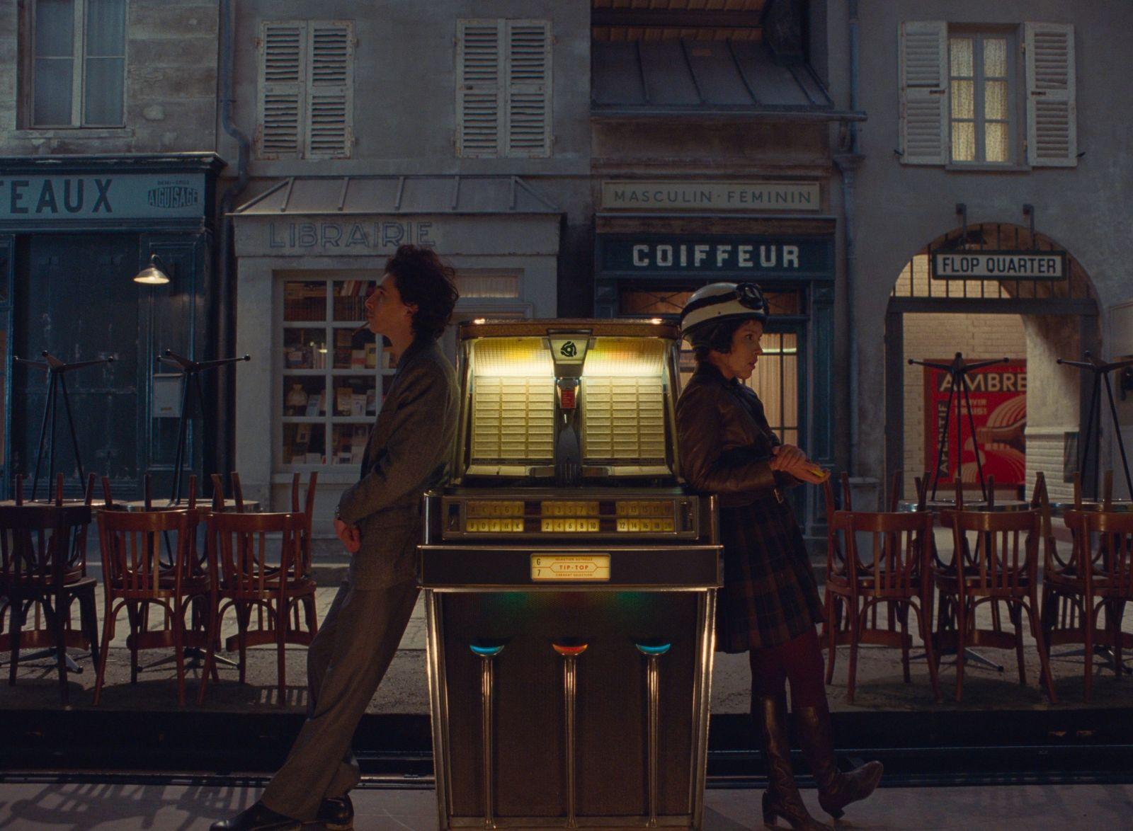 Тимоти Шаламе в роли Дзеффирелли на кадре из фильма «Французский вестник. Приложение к газете ''Либерти. Канзас ивнинг сан''»