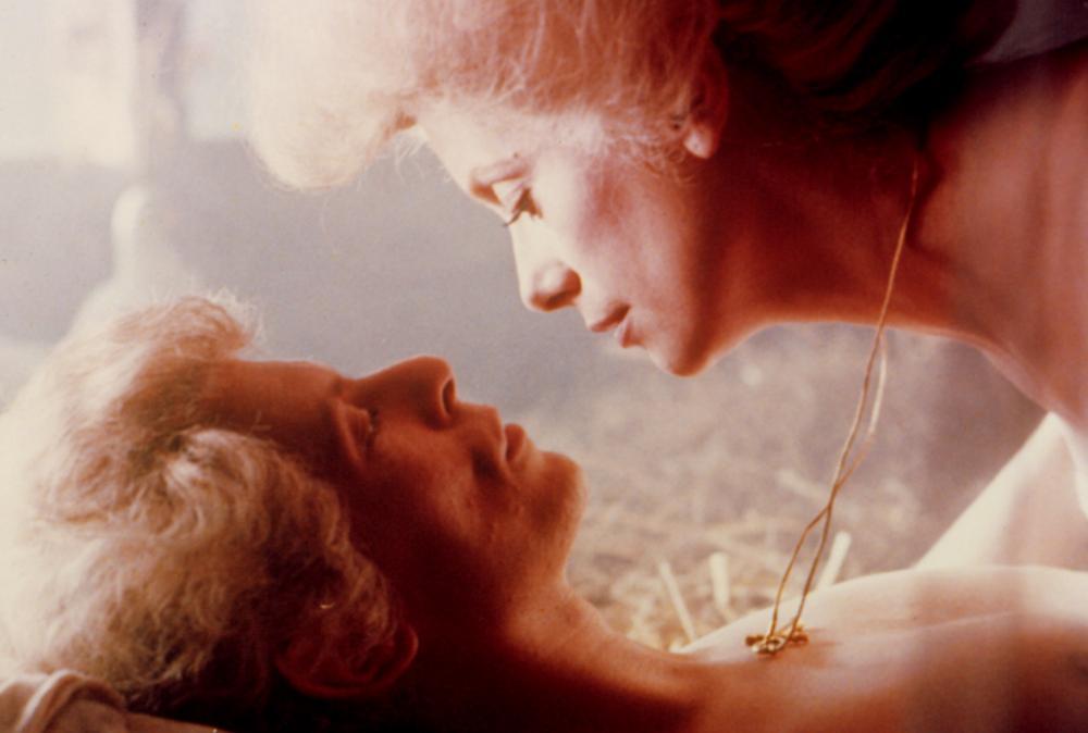 Лесбиянки постельные сцены из фильмов