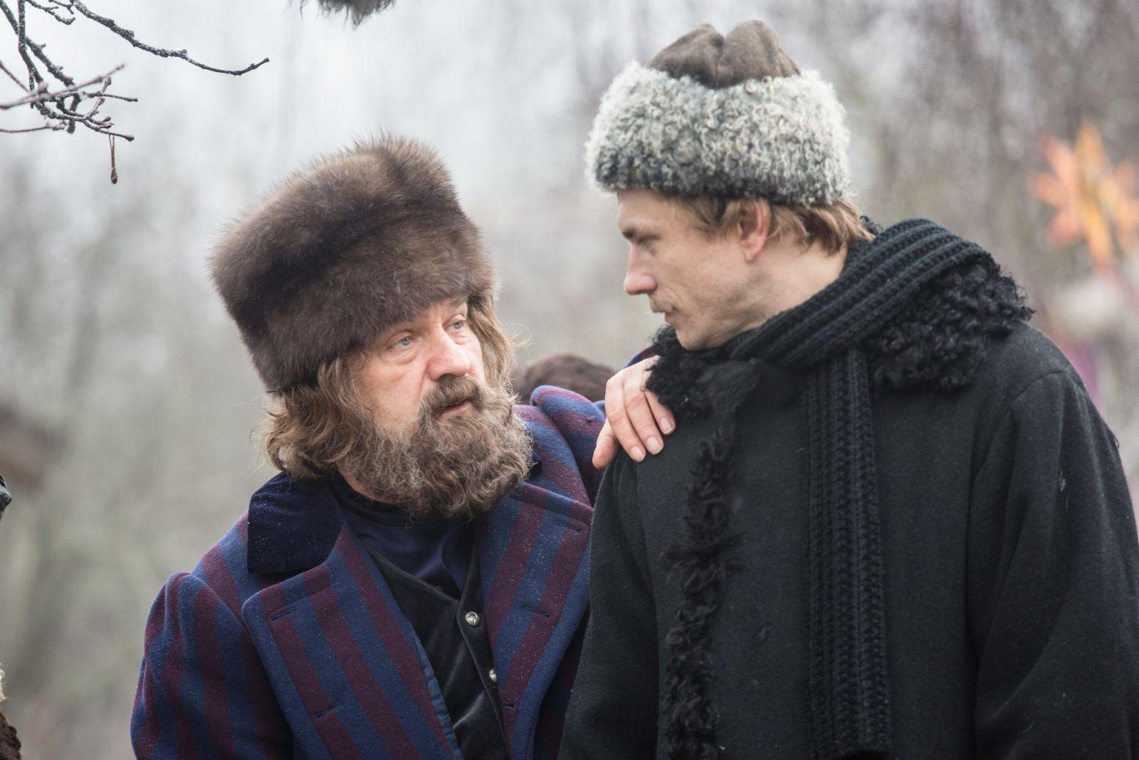 Александр Горбатов в роли Прохора Громова на промокадре сериала «Угрюм-река»