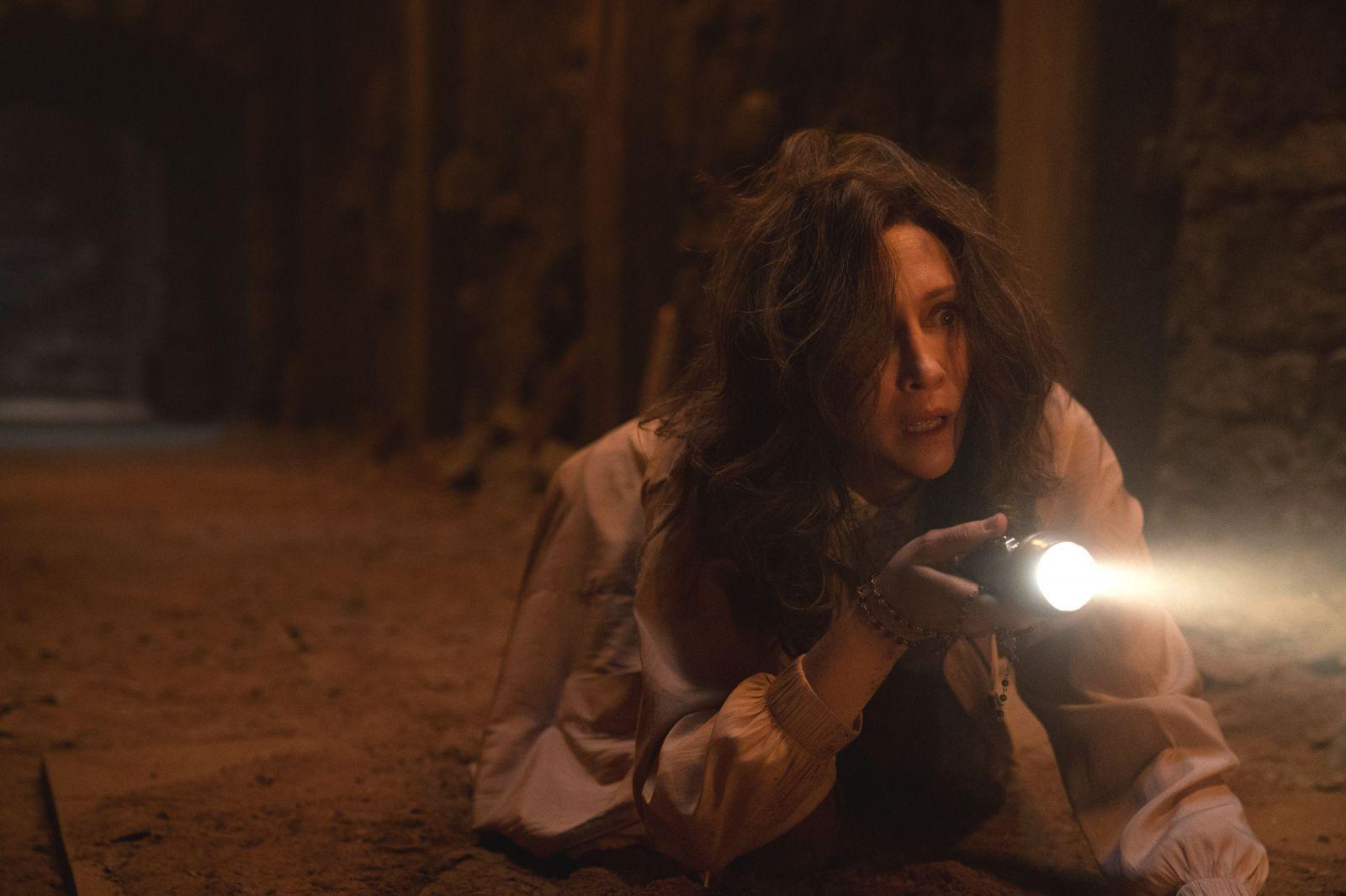 Вера Фармига в роли Лоррейн Уоррен на кадре из фильма «Заклятие 3: По воле дьявола»