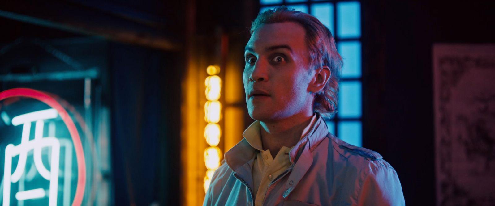Ари Миллен в роли Боба на кадре из фильма «Порочное удовольствие»