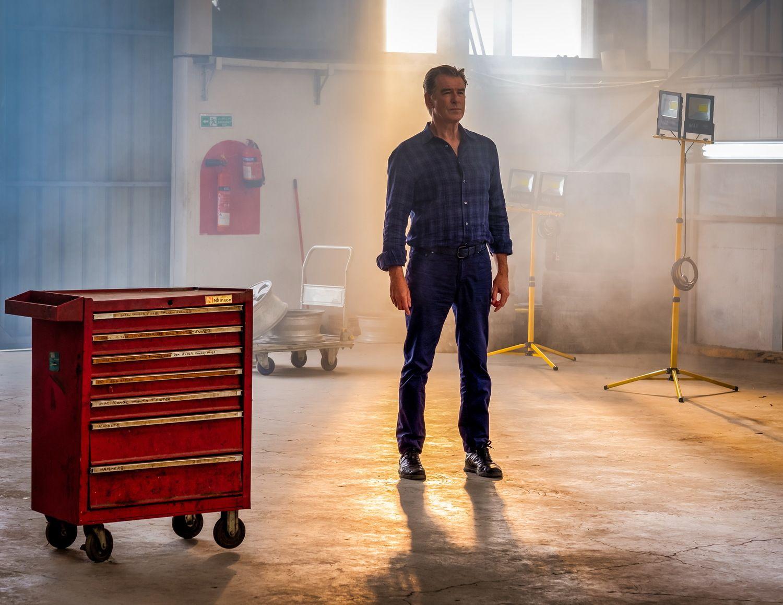 Пирс Броснан в роли Ричарда Пейса на кадре из фильма «Ограбление по-джентльменски»