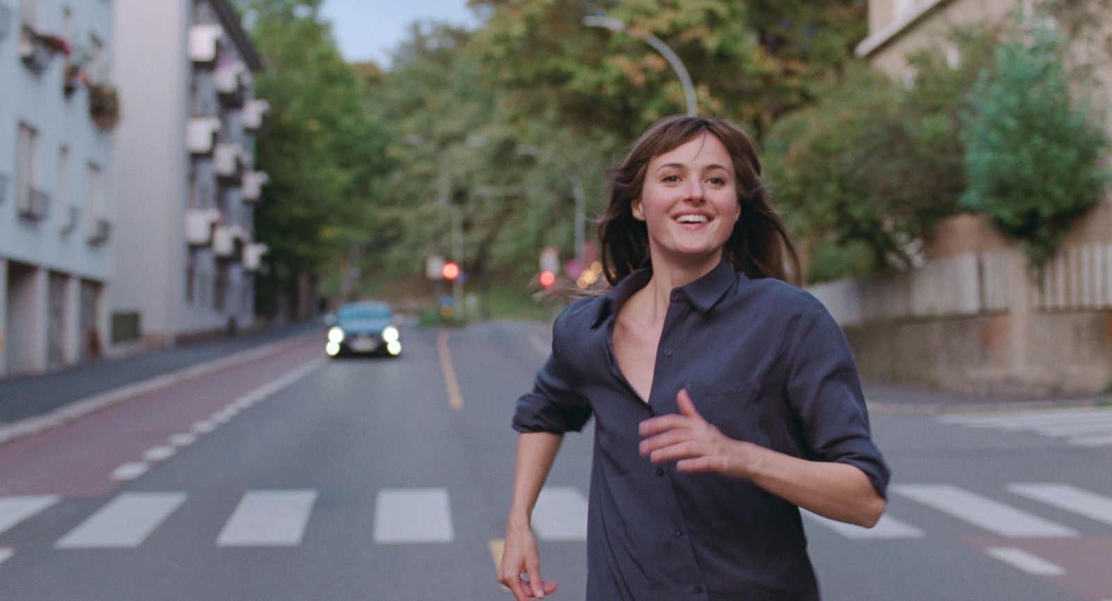 Рената Реинсве в роли Юле на кадре из фильма «Худший человек на свете»