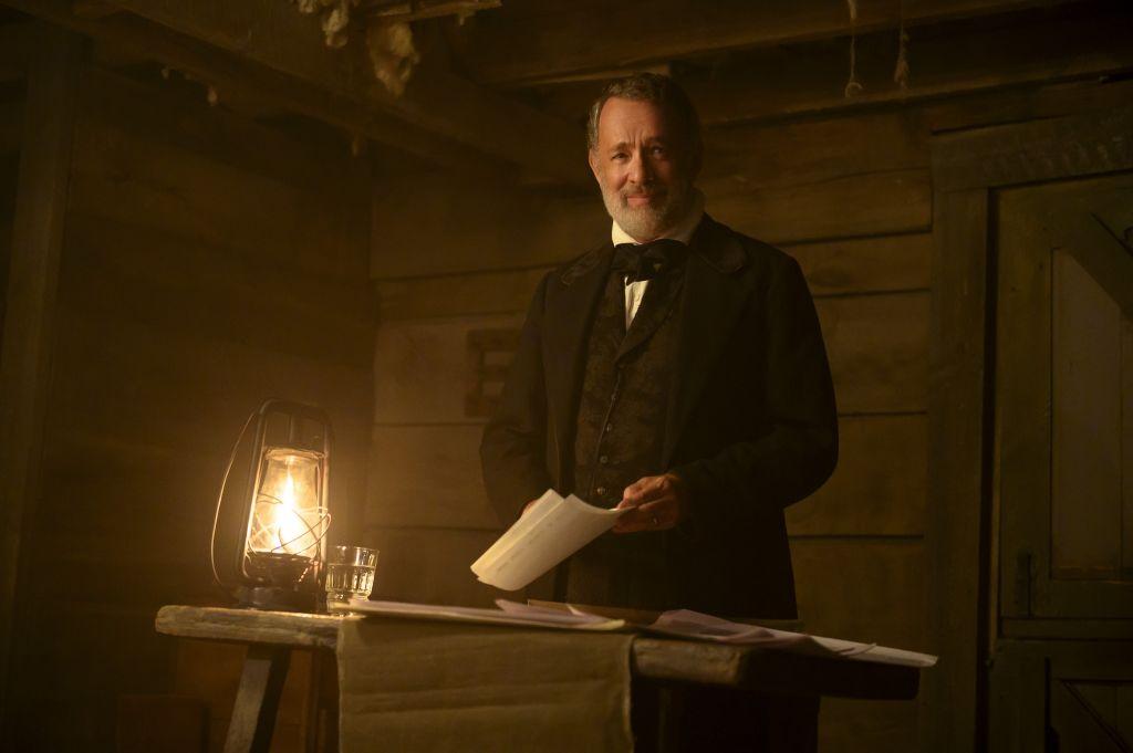 Том Хэнкс в роли капитана Кидда на кадре из фильма «Новости со всех концов света»