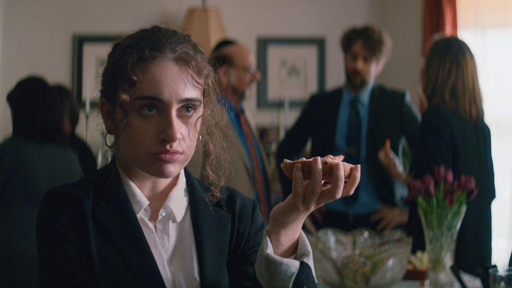 Рэйчел Сеннотт в роли Даниэль на кадре из фильма «Шалом, папик!»
