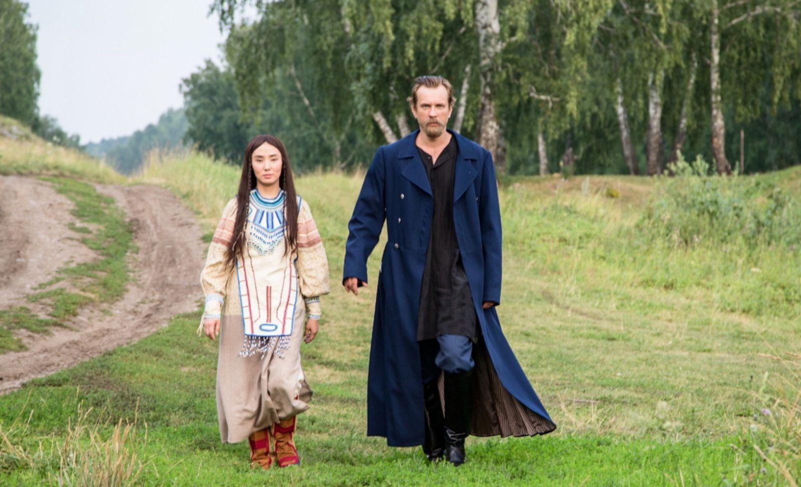 Евгения Манджиева в роли Синильги Александр Горбатов в роли Прохора Громова на кадре сериала «Угрюм-река»