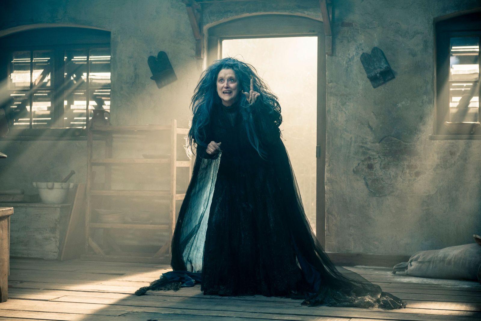 Мерил Стрип в роли ведьмы на кадре из фильма «Чем дальше в лес»