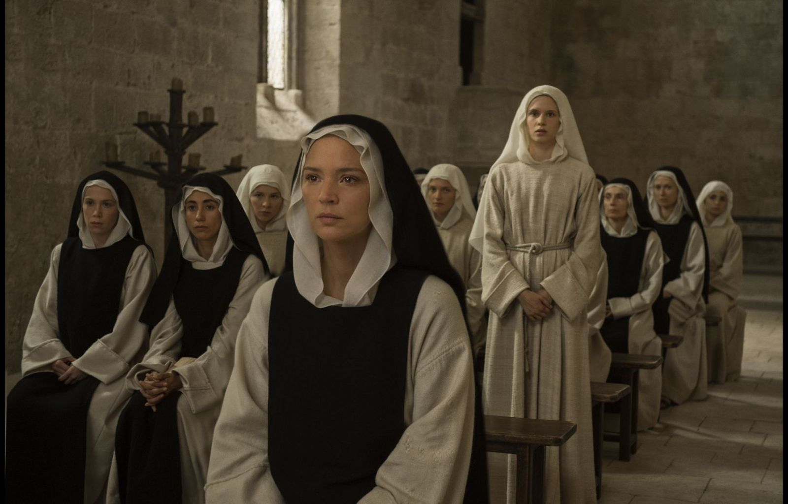 Виржини Эфира в роли Бенедетты Карлини на кадре из фильма «Искушение»