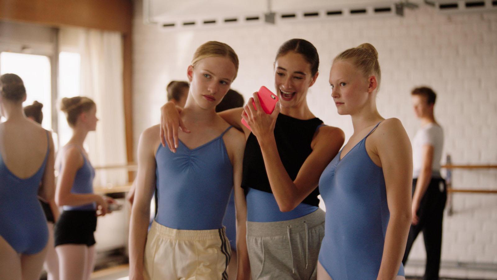 Кадр из фильма «Девочка»