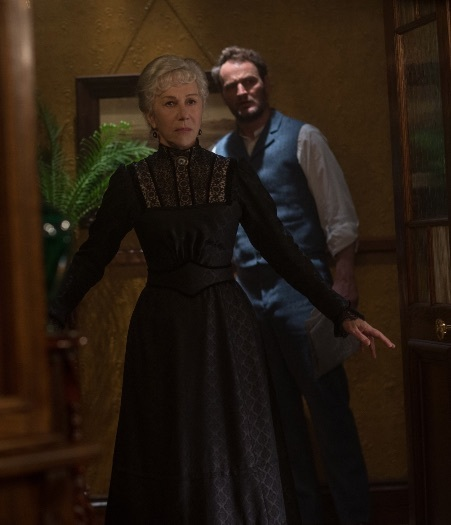 Кадр из фильма «Винчестер: Дом, который построили призраки»