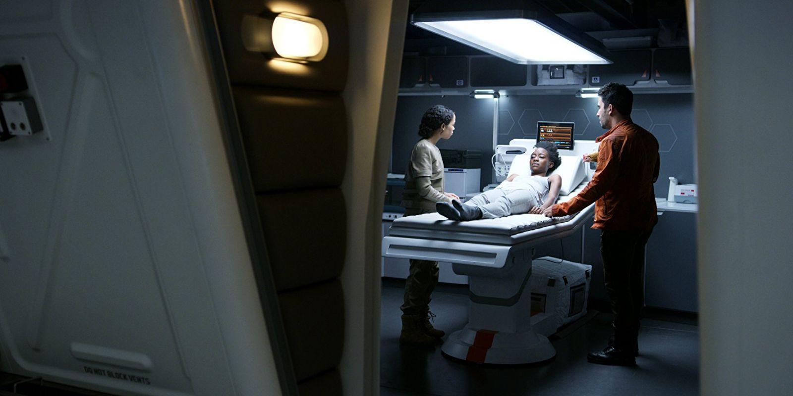 Кадр из сериала «Затерянные в космосе»