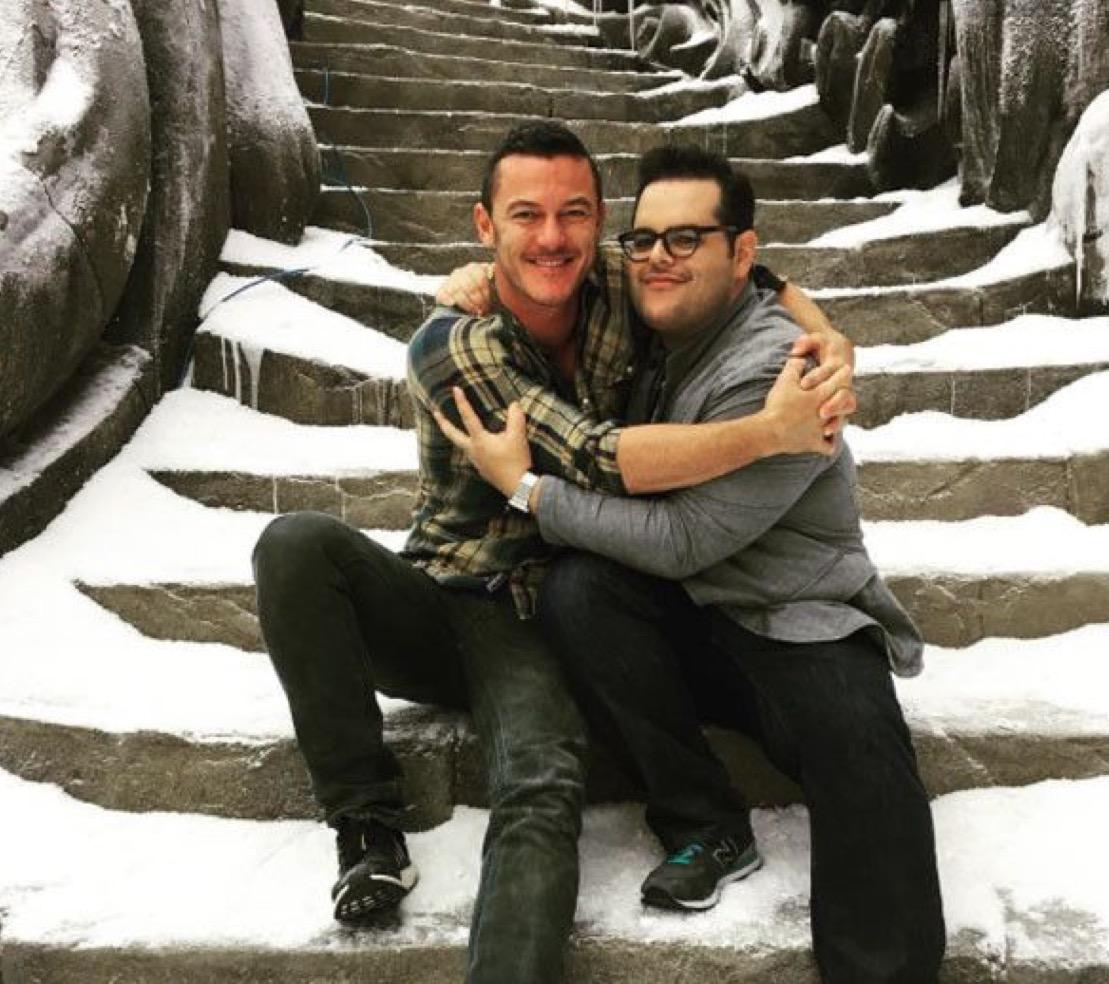 "Люк Эванс и Джош Гад на съемочной площадке фильма ""Красавица и Чудовище"""